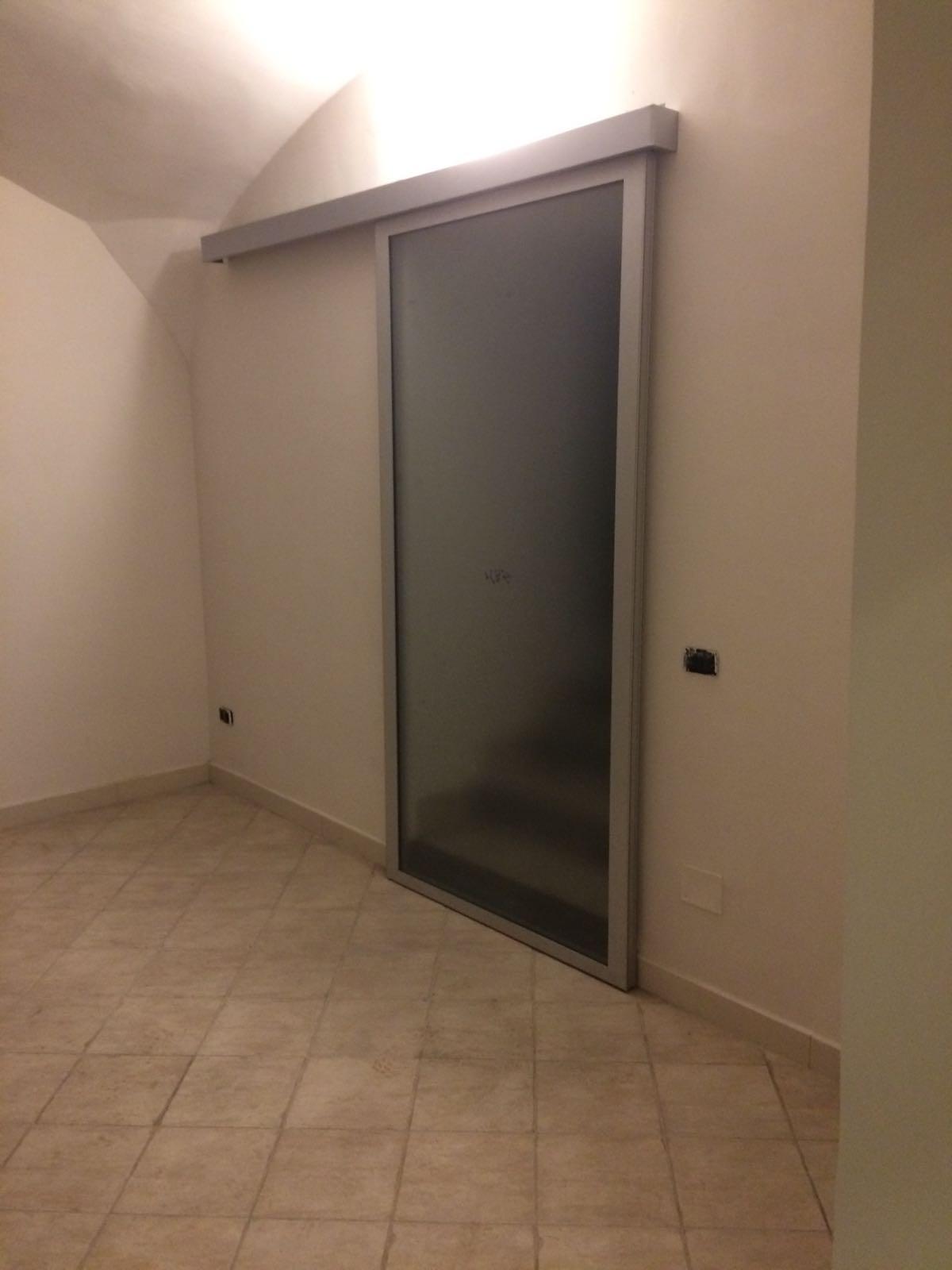 Porta Scorrevole Esterno Muro In Vetro E Alluminio 1
