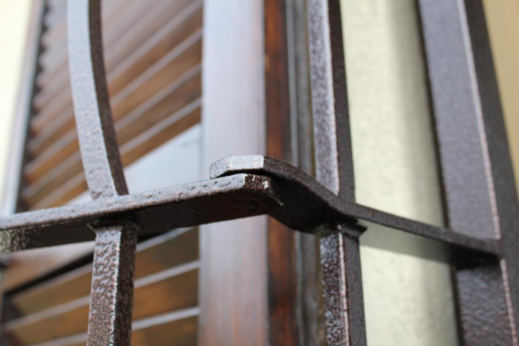 Persiane e grate infissi durazzano porte interne porte for Sbarre per porte
